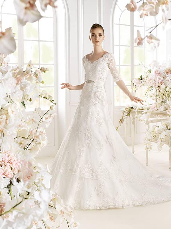 Свадебное платье с рукавом 3/4.