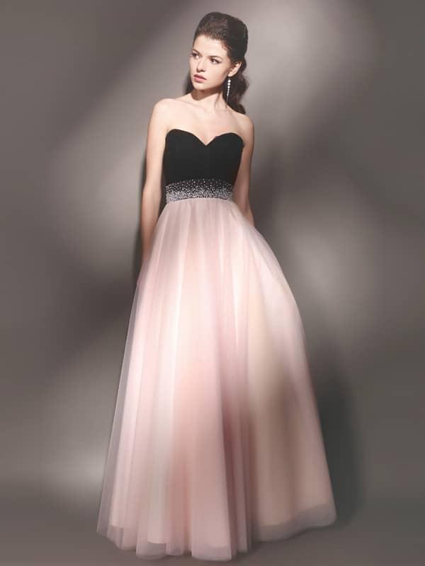 Открытое вечернее платье с пышным силуэтом из контрастных тканей.
