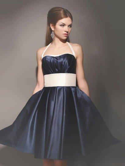 Атласное вечернее платье в винтажном стиле, с пышной юбкой и узкими бретельками.