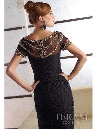 Роскошное узкое чёрное коктейльное платье.