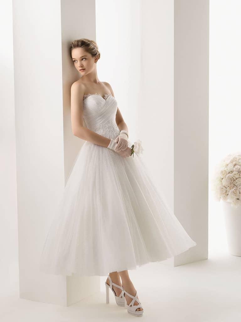 68e874d6d4a Свадебное платье миди в салоне Виктория