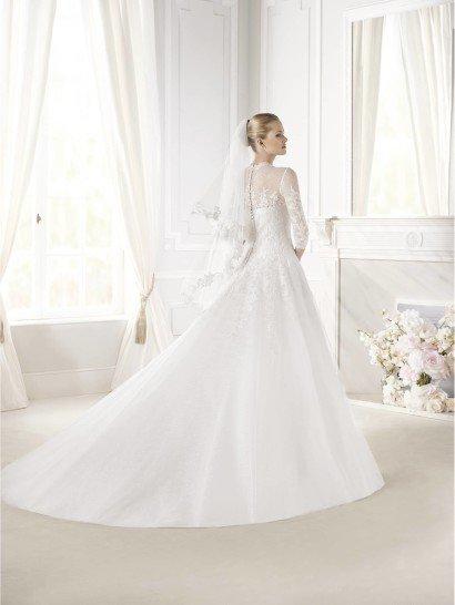 Свадебное платье А-силуэта с рукавами.