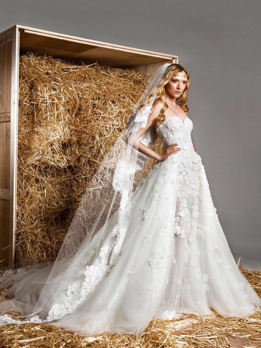 Открытое свадебное платье-трансформер с силуэтом «русалка» и пышной верхней юбкой.