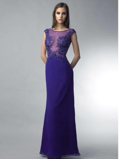 Соблазнительное вечернее платье прямого силуэта сшито из ткани выразительного фиолетового оттенка и подойдет уверенной в своей красоте девушке.  Прозрачная ткань верха позволяет откровенно продемонстрировать область декольте, функции лифа в которой выполняет вышивка из бисера.  Оформление верха смотрится достаточно ярко, поэтому юбка выполнена без какой-либо отделки.  Ее лаконичная форма гармонично сочетается с экстравагантным верхом.