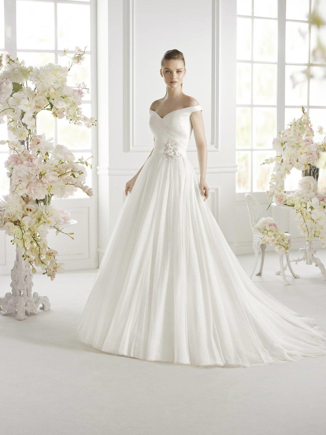 смотреть фото свадебные платья для худеньких покраски