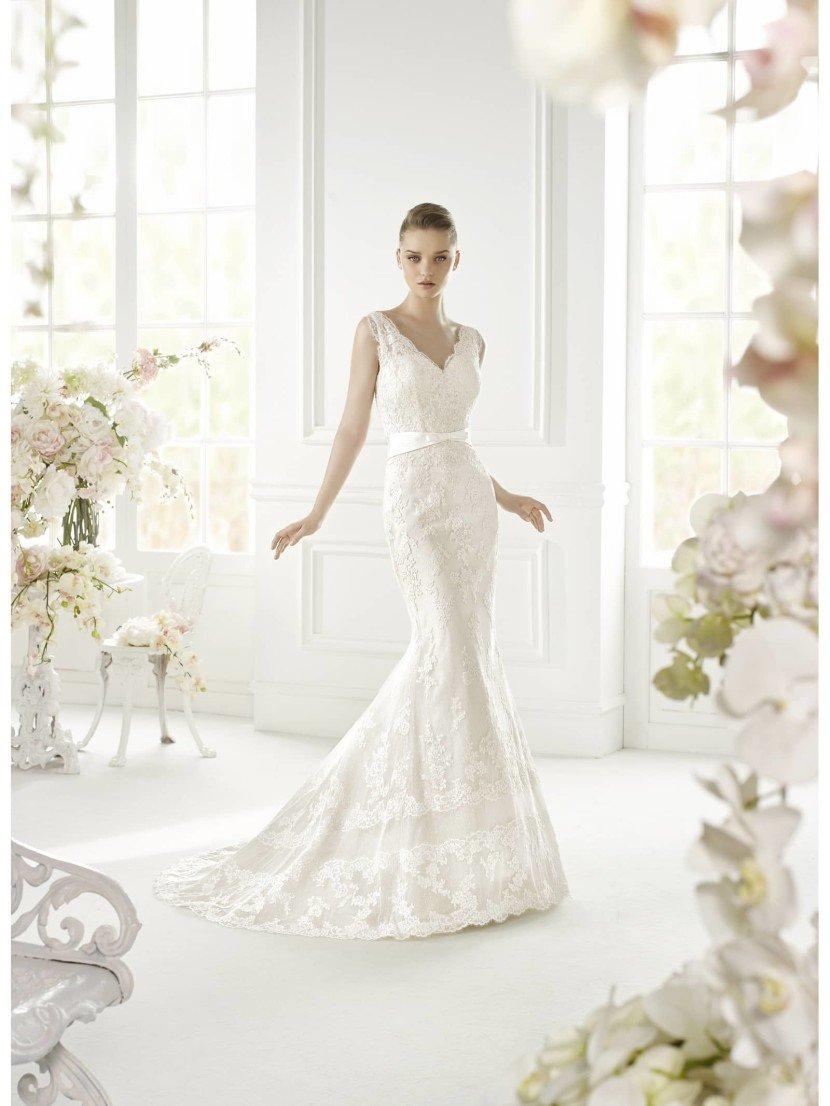 Шикарное недорогое свадебное платье силуэта русалка GLADYS от Avenue Diagonal в салоне Виктория! ✆ +7 495 6276242