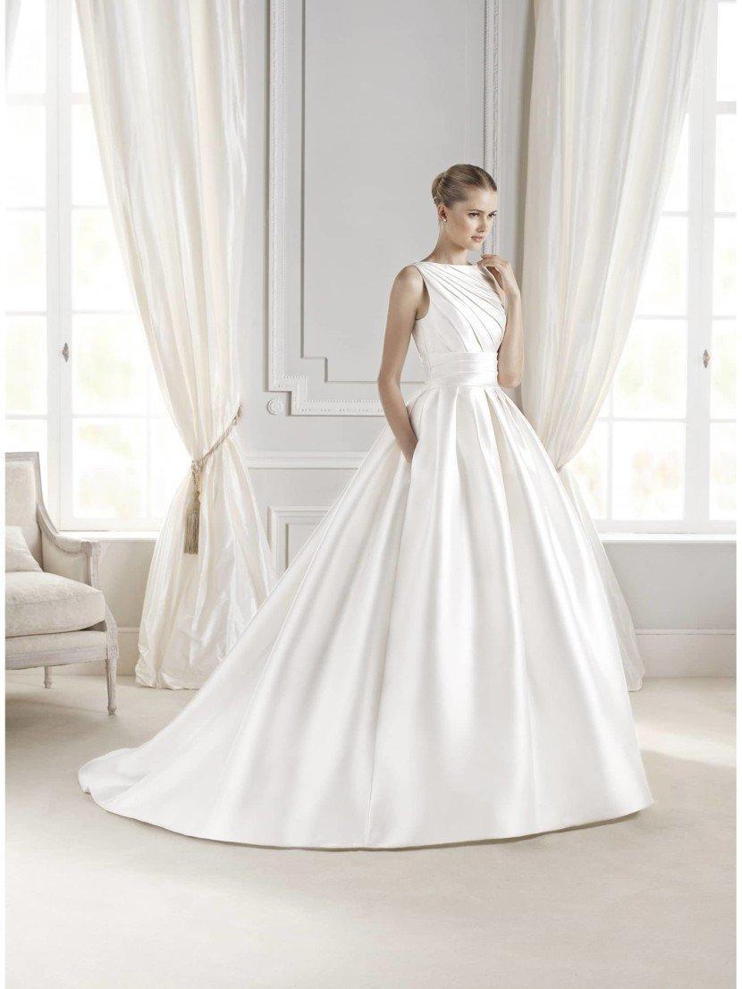 Свадебное пышное платье из атласа
