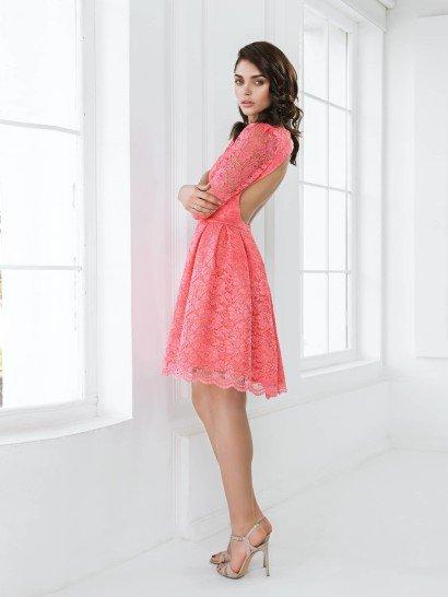 Выпускное короткое платье с рукавом 3/4.