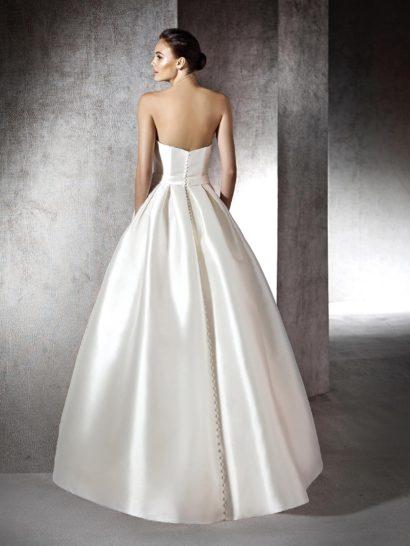 Атласное пышное свадебное платье в пол.