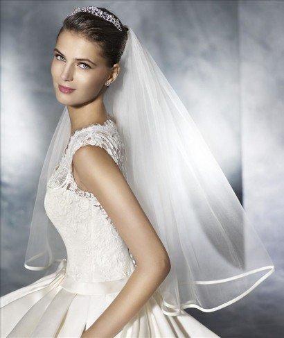 Лаконичное свадебное платье.