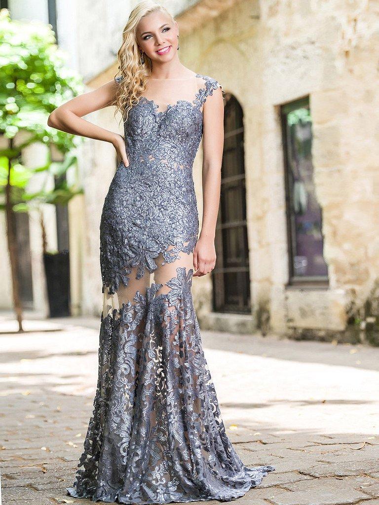 9c98012827e9a6c Необычное вечернее платье безупречно облегает фигуру прямым силуэтом.