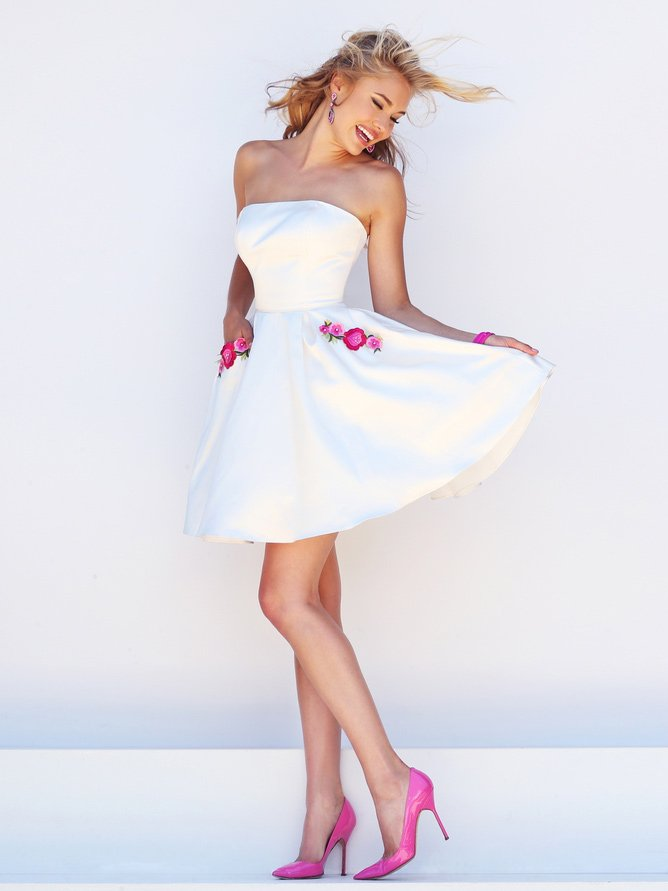 Белое очень короткое платье на выпускной.