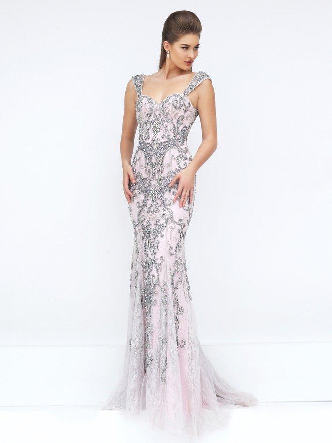 Облегающее выпускное платье, расшитое стразами серого цвета.