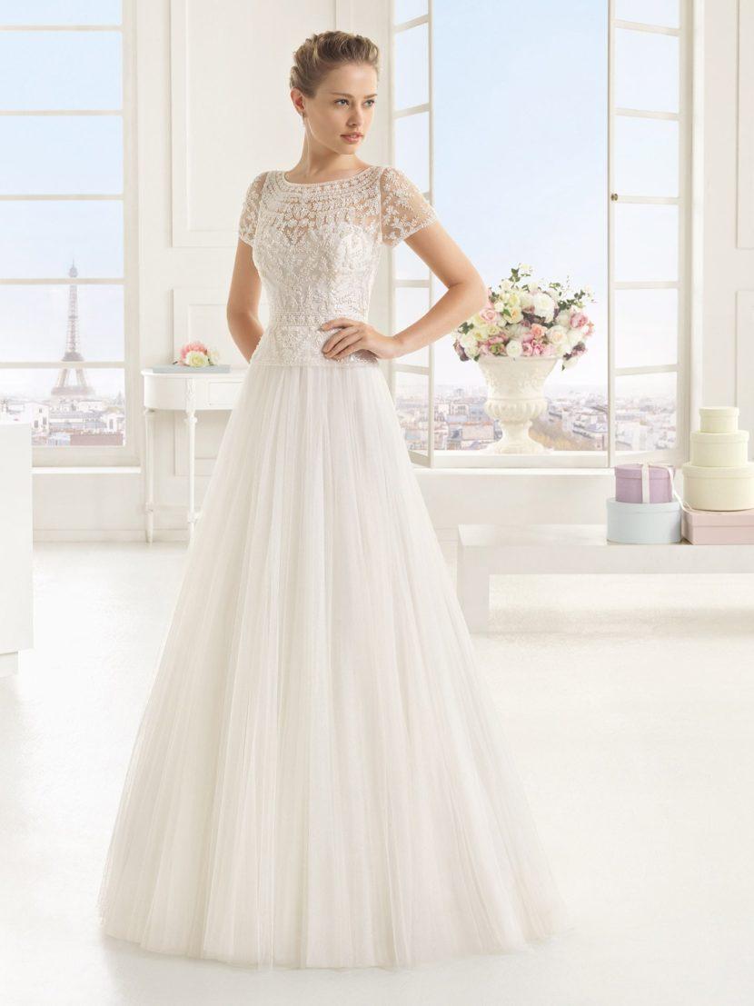 Романтичное свадебное платье «принцесса» с бисерным декором.