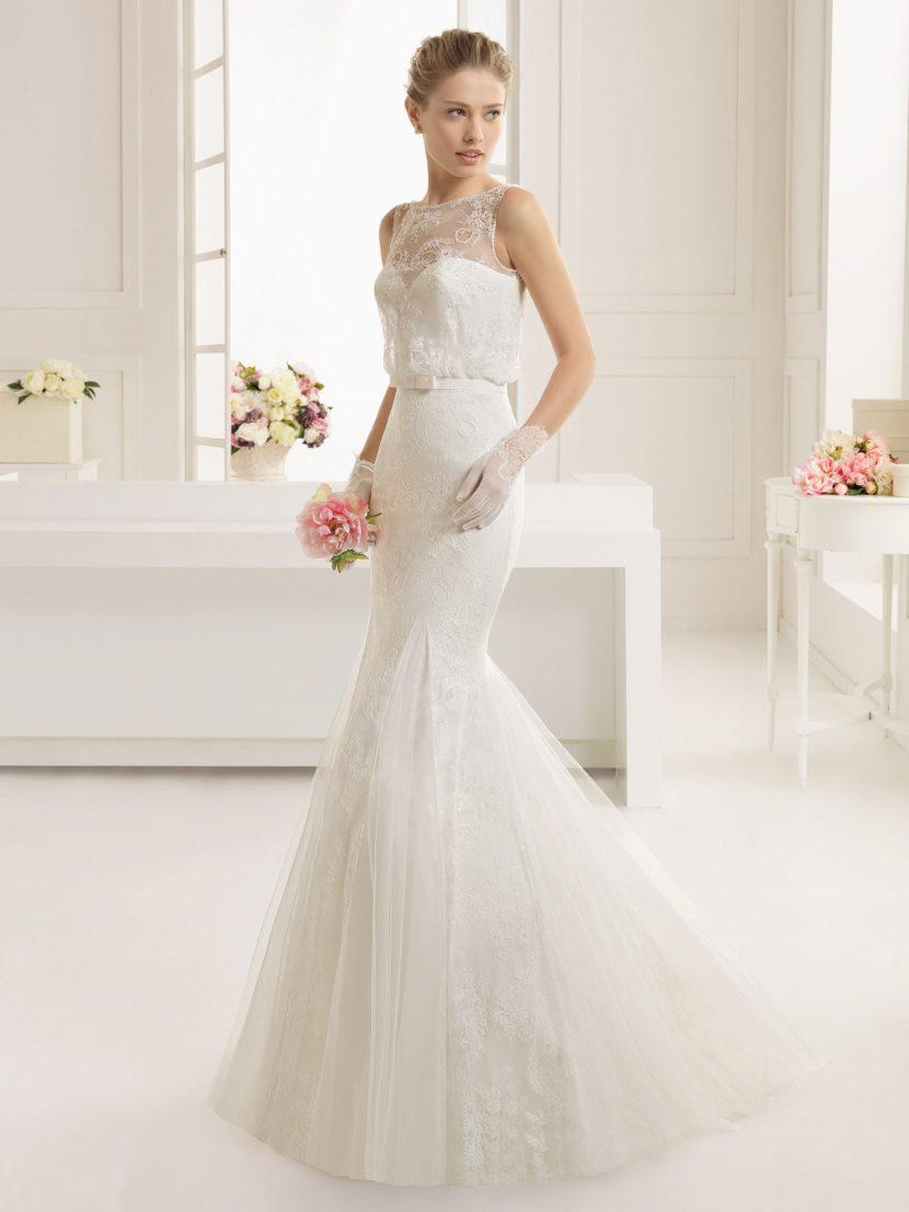 Облегающее свадебное платье с элегантным декором.