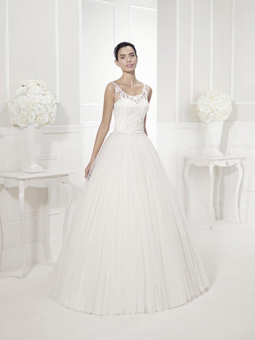 Торжественное свадебное платье с ажурным верхом.