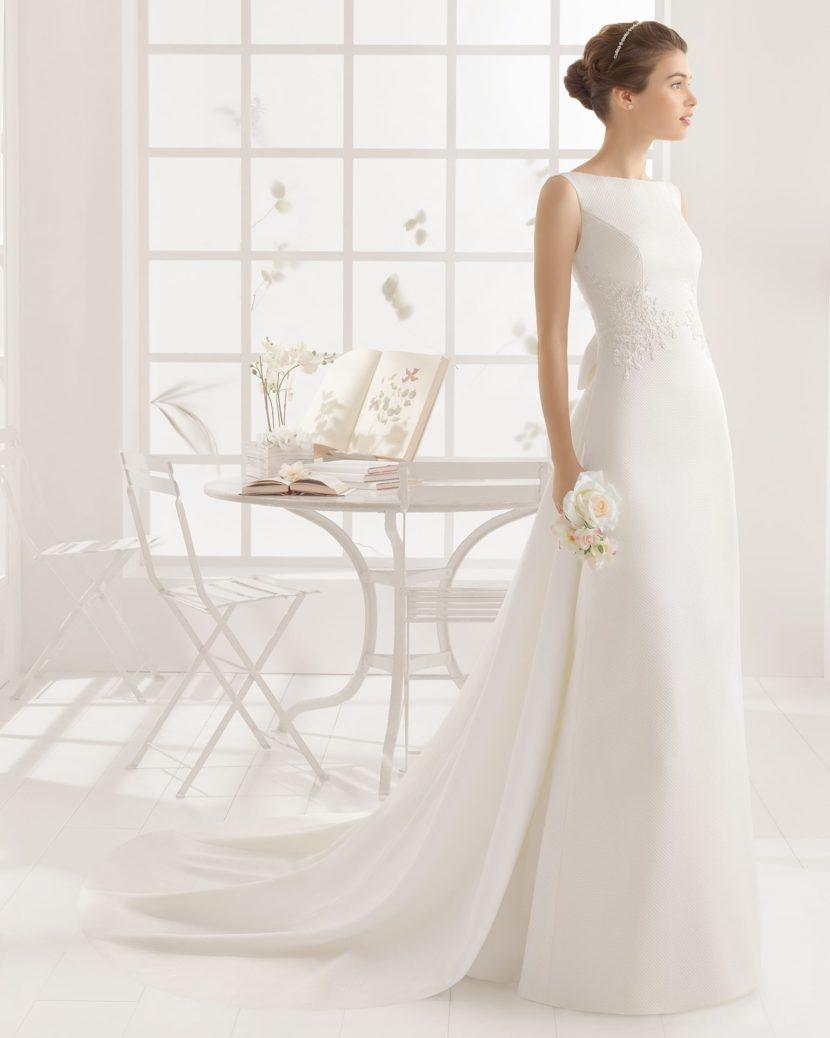 Свадебное платье с открытой спиной.