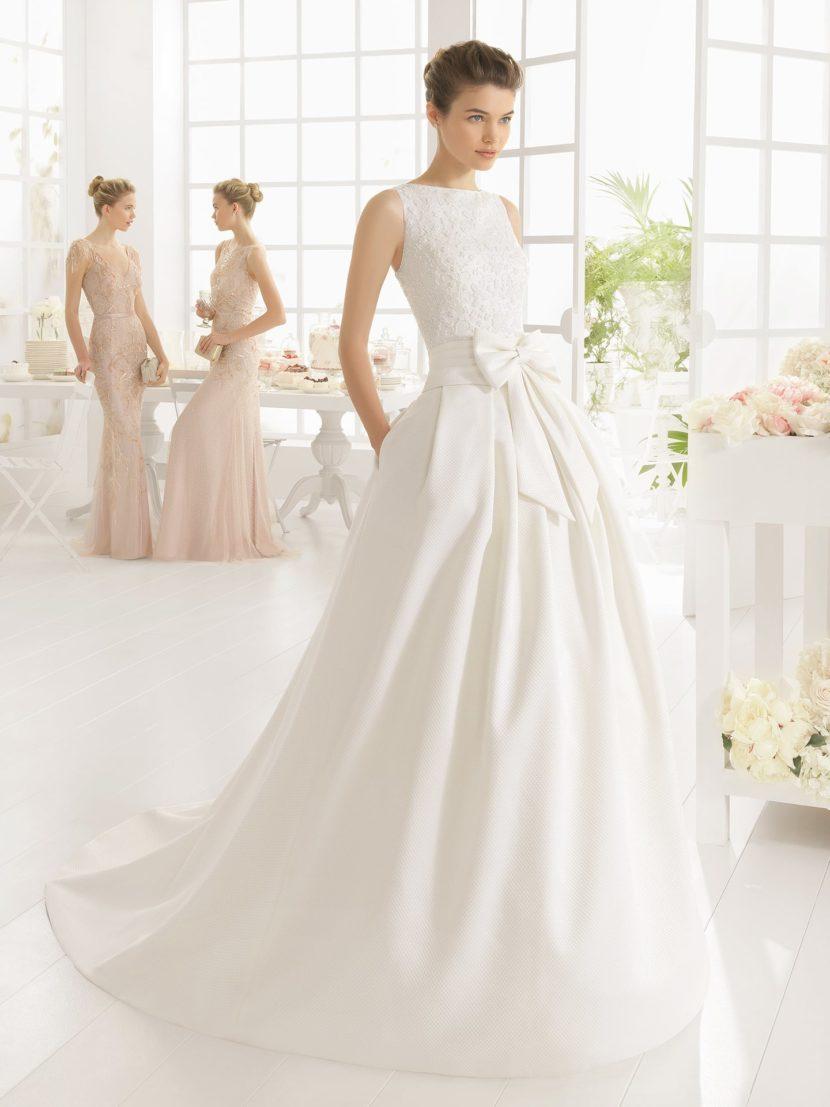 Пышное свадебное платье с кокетливым бантом.