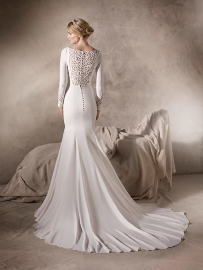 Свадебное платье «русалка» с длинным рукавом и кружевной вставкой на спинке.