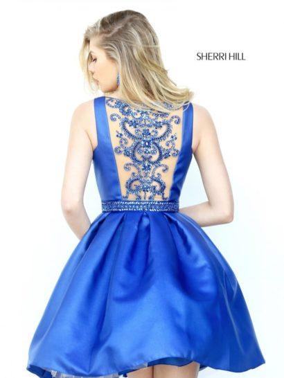 Элегантное вечернее платье с тонкой вставкой сзади и короткой юбкой.