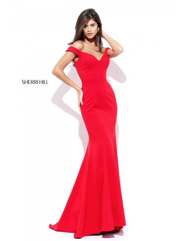 Красное вечернее платье «русалка» с V-образным декольте.