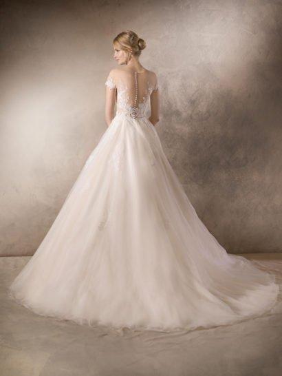Свадебное платье с соблазнительным кружевным верхом.