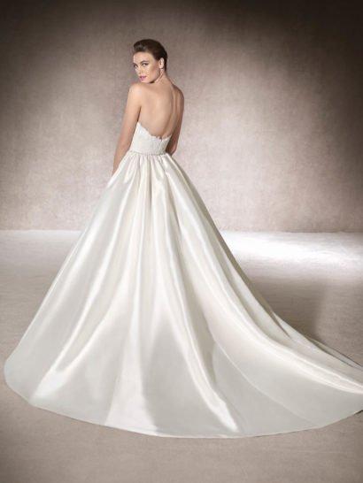 Свадебное платье с юбкой из шелка микадо.