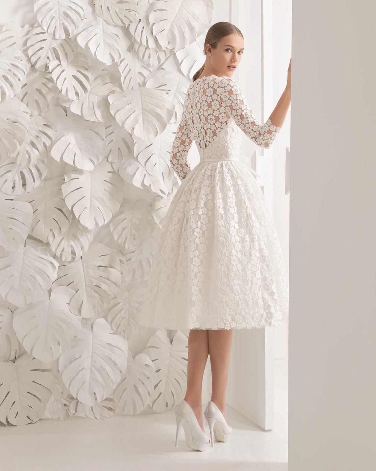8b8c6eb675fc514 Короткое свадебное платье с длинным кружевным рукавом и пышной юбкой с  карманами.