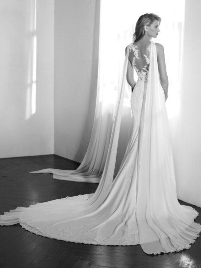 Свадебное платье «русалка» со струящейся юбкой и тонкими вставками по лифу.