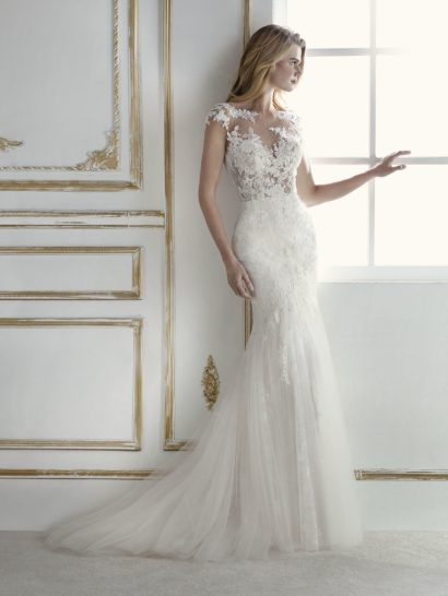 Это сенсационно красивое свадебное платье облегает фигуру силуэтом «русалка», как вторая кожа.  Корсет с иллюзией прозрачности воплощен из тюля с вышивкой и бисерными аппликациями.  Это позволяет платью подчеркнуть чувственность невесты.  У платья есть съемная подкладка, которая позволяет сделать образ более сдержанным.  Наряд подойдет любой невесте и позволит сделать особенный день еще романтичнее.