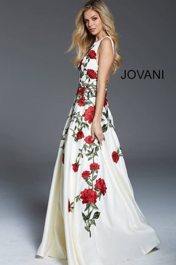 Белое вечернее платье с пышной юбкой в пол и цветочным рисунком.