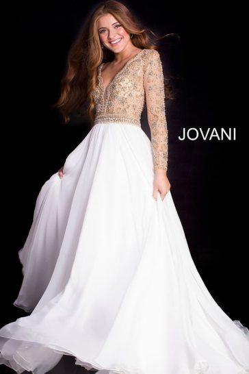 Белое вечернее платье с облегающим лифом с иллюзией прозрачности.