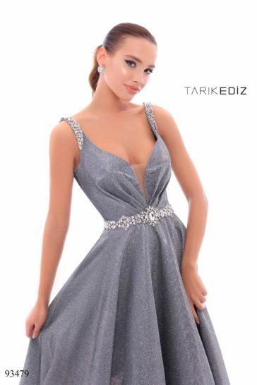 Темно-серое вечернее платье пышного силуэта с отделкой стразами.