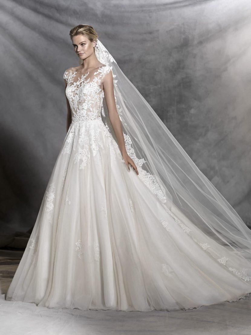 Кружевное свадебное платье «принцесса» с открытой спинкой.